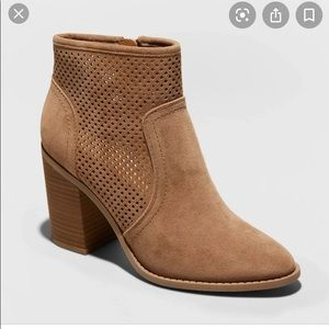 UNIVERSAL THREAD Tan Pointed Heeled Ankle Boots